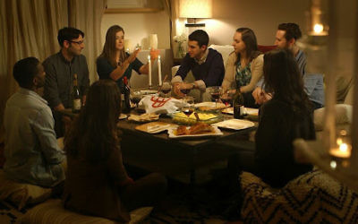 A shabbat meal hosted by OneTable, a non-profit that sets up Shabbat meals. Courtesy of One Table