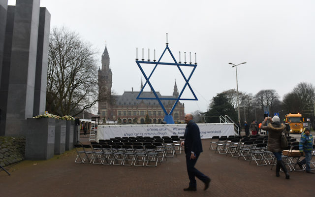 Christian Zionists erecting a 36-foot menorah ahead of a Hanukkah candle lighting ceremony outside the Peace Palace in The Hague, the Netherlands, Dec 28, 2016. (Cnaan Liphshiz)