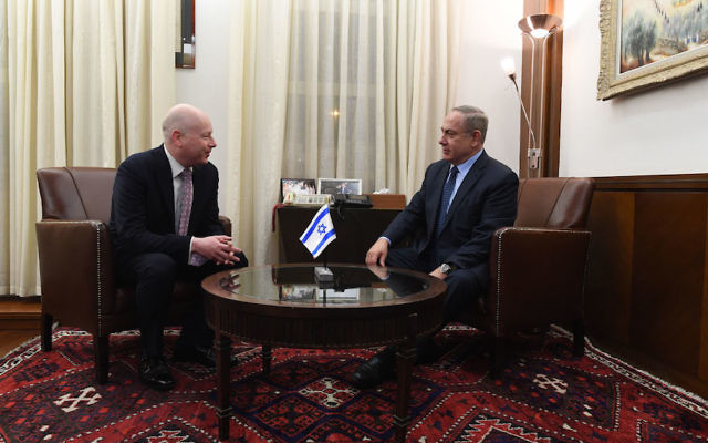 Jason Greenblatt, left, meeting with Israeli Prime Minister Benjamin Netanyahu in Jerusalem, March 2017. (Kobi Gideon/Israeli Government Press Office)