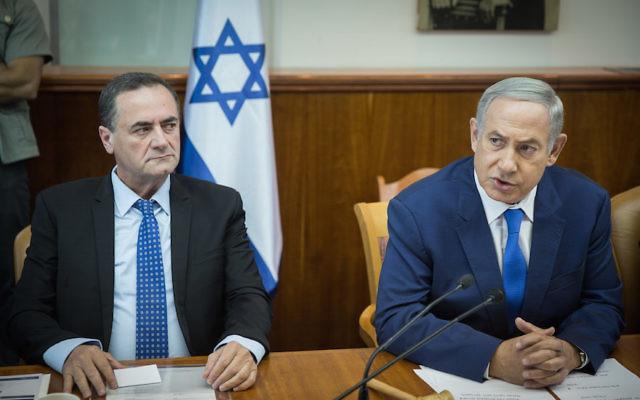 Israeli Prime Minister Benjamin Netanyahu, right, alongside Transportation Minister Yisrael Katz at the weekly Cabinet meeting in Jerusalem, Sept. 4, 2016. (Hadas Parush/Flash90)
