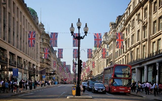 Shoppers along Regent Street in London: A number of factors are converging this summer to make Europe a prime destination. Wikimedia Commons