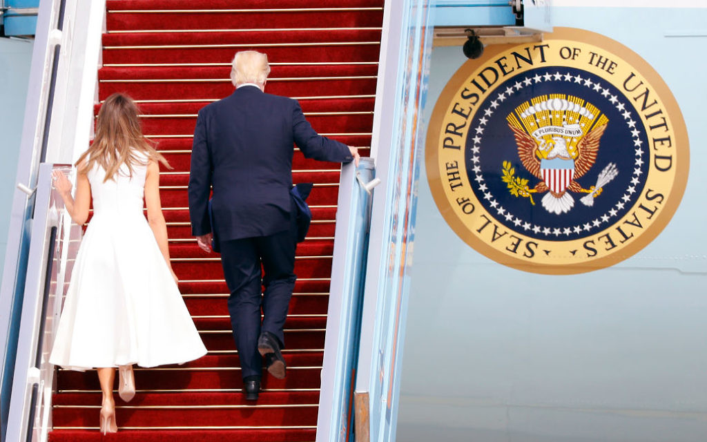 US President Donald Trump (R) and his wife, First Lady Melania Trump, board Air Force One from Ben Gurion International Airport in Tel Aviv on May 23, 2017, bound for Rome. / AFP PHOTO / Jack GUEZ        (Photo credit should read JACK GUEZ/AFP/Getty Images)