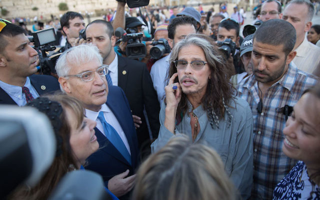 David Friedman, left, ran into Steven Tyler at the Western Wall, May 15, 2017. (Rob Ghost/Flash90)