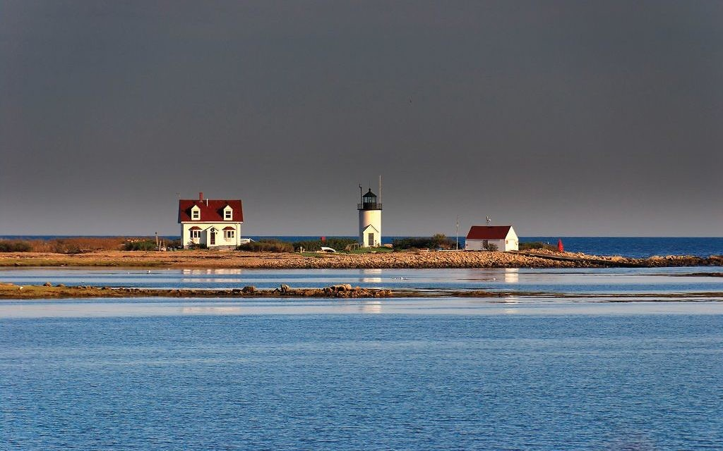 The Goat Island Lighthouse, a classic New England landmark right out of an Edward Hopper painting. Wikimedia Commons