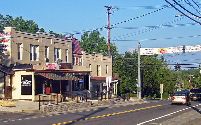 Downtown Bloomingburg in Upstate NY. Wikimedia Commons/Daniel Case