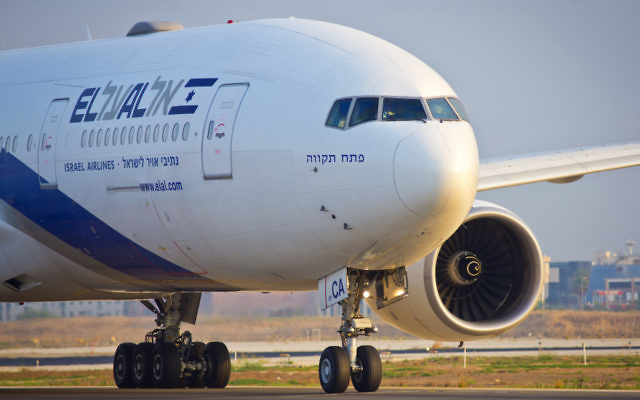 An El Al plane seen at Ben Gurion International Airport, Aug. 5, 2013. (Moshe Shai/FLASH90)