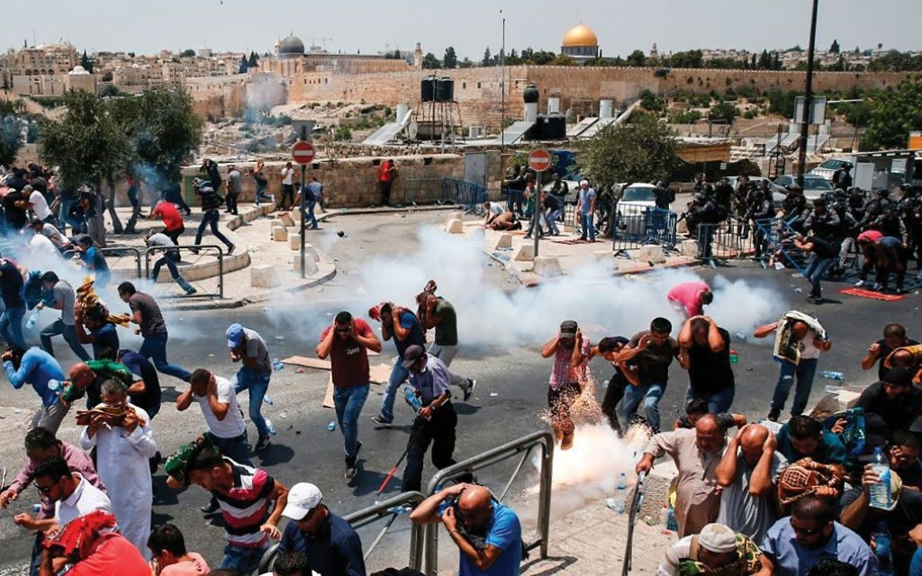 Israeli police and Palestinians clash in eastern Jerusalem, July 2017. Getty Images