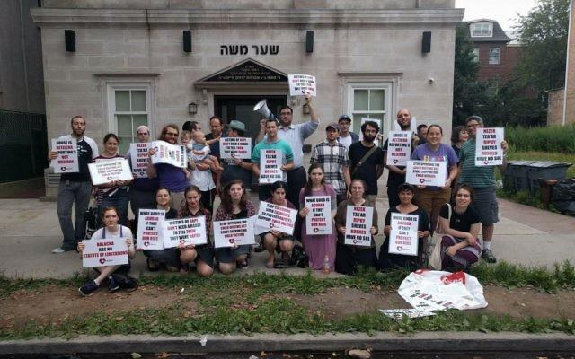 Protestors demonstrating in front of the synagouge of the Noveminsker Rebbe. Courtesy Asher Lovy/Zaakah