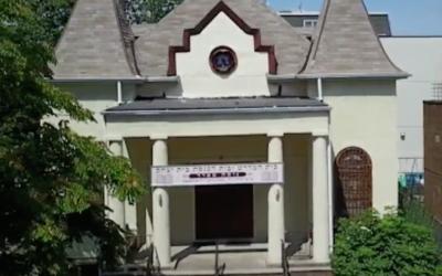 Chevra Anshei Lubavitch synagogue (Screenshot from CBS New York)