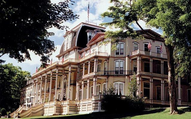 Athenaeum Hotel, on the grounds of the Chautauqua Institution, in Chautauqua, New York. Wikimedia Commons