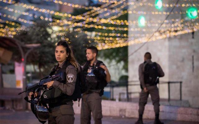 Israeli security forces patrolling the scene of a terrorist attack in Jerusalem, June 16, 2017. (Yonatan Sindel/Flash90)