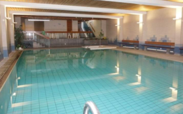 A photo of the pool at the Paradies Arosa hotel in Switzerland. (Screenshot from Paradies Arosa)