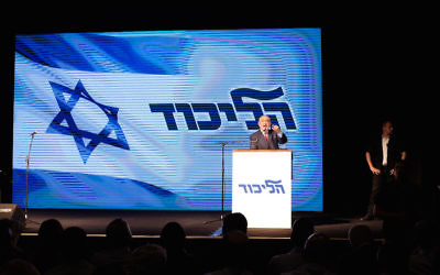 Israeli Prime Minister Benjamin Netanyahu speaking at a rally in Tel Aviv, Aug. 9, 2017. (Tomer Neuberg/Flash90)