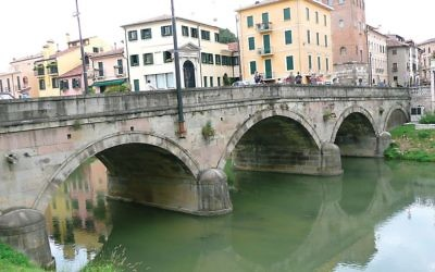 The Ponte Molino. Photos by Wikimedia Commons