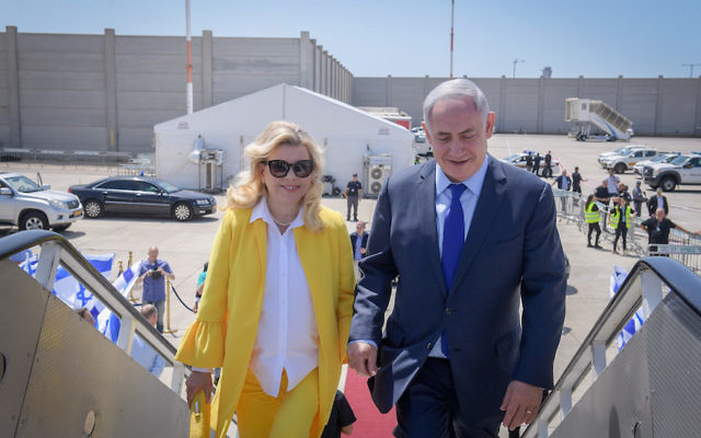 Israeli Prime Minister Benjamin Netanyahu and wife Sara on their way to Greece for a two-day state official visit, June 14, 2017. (Amos Ben Gershom/GPO/Flash90)