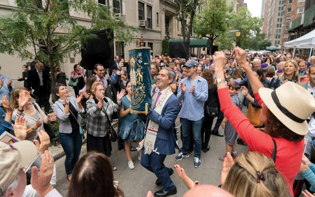 Some 1,000 people took part Sunday in the dedication ceremony along East 89th Street for Park Avenue Synagogue's new Eli M. Black Lifelong Learning Center. Courtesy of Marissa Zackowitz Photography