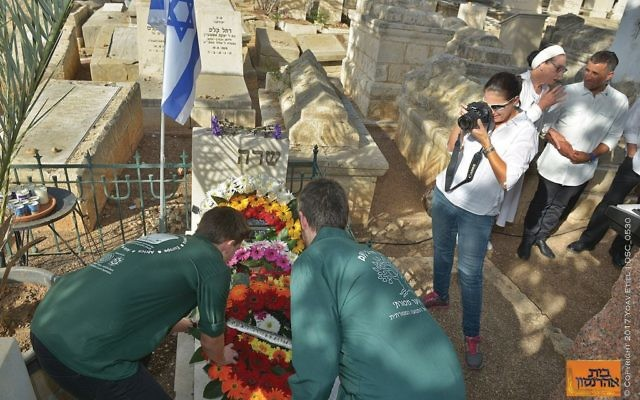 A century after the suicide death of Jewish spy Sara Aaronson, the heroine is honored at her grave in Zichron Yaakov. Photos courtesy of Yoav Etiel/Aaronson House Museum