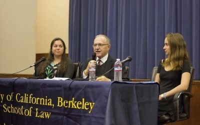 Alan Dershowitz speaks at UC Berkeley about the liberal case for Israel. Courtesy of Adeh Forer