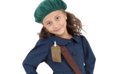 Holloweencostumes.com removed this Halloween costume of Holocaust diarist Anne Frank from its sites. (Screenshot from Holloweencostumes.com)