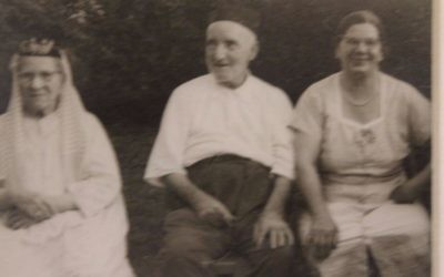 Photograph of Farha Koreen, far right, courtesy of Eliyahu Freedman