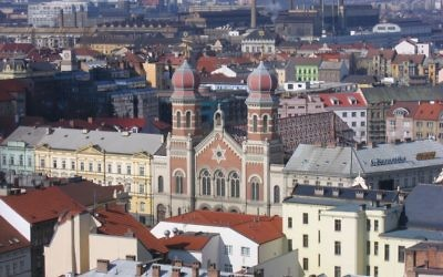 View over Pilsen with its Romanesque synagogue. The city is one of the larger ones on the 10 Stars route. Photos by Wikimedia Commons