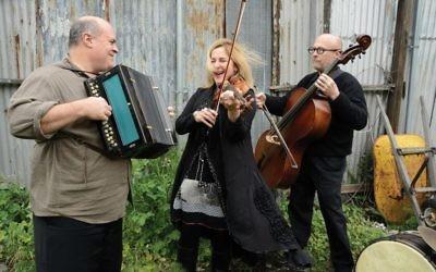 Veretski Pass performs its N.Y. debut at Yiddish New York festival. Yiddish New York