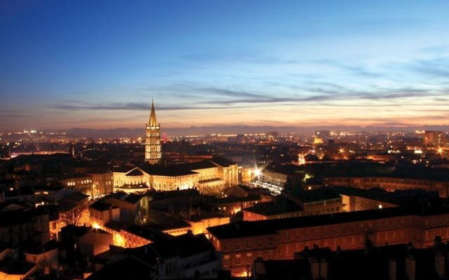 Toulouse by night. Photos by Wikimedia Commons