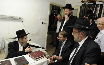 Rabbi Aharon Leib Shteinman accepting a visit in his office. Flickr CC