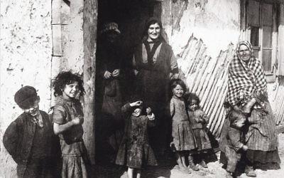 A Jewish family in Jedrzejow, Poland, circa 1900. Imagno/Getty Images