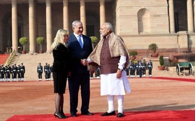 Indian Prime Minister Narendra Modi welcomes Israeli Prime Minister Benjamin Netanyahu and his wife, Sara, at the Presidential Palace in New Delhi on Jan. 15, 2018. (GPO photo/Avi Ohayon )