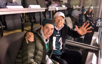 Phil Basser with his grandson Josh Potter at the Eagles' NFC Championship game against the Minnesota Vikings in Philadelphia, Jan. 21, 2018. (Courtesy of Fox 29 News)