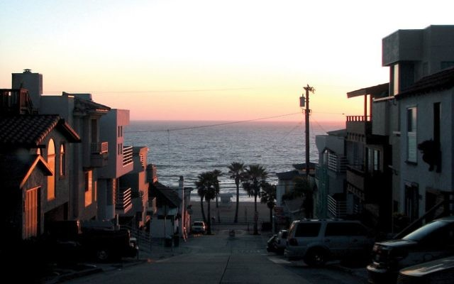 Manhattan Beach, Calif., at sunset. Photos by Wikimedia Commons