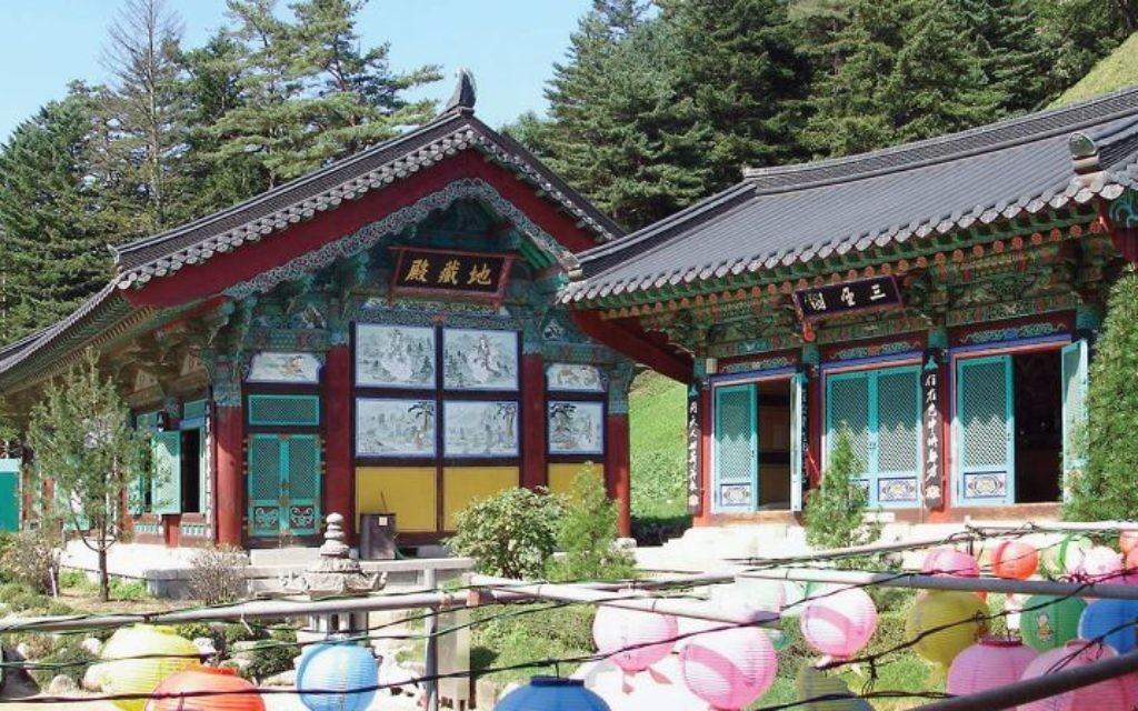 Woljeongsa Temple worship halls and gardens in Gangwon. Wikimedia Commons