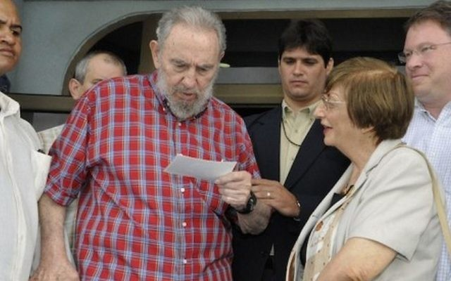 Above and main image: Adela Dworin with Fidel Castro in Havana, in August 2010. Journalist Jeffrey Goldberg is at right. (Cubadebate state media)