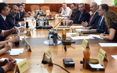 Prime Minister Benjamin Netanyahu holding a meeting regarding the African migrants crisis in Tel Aviv, Sept. 7, 2017. (Haim Zach / GPO)