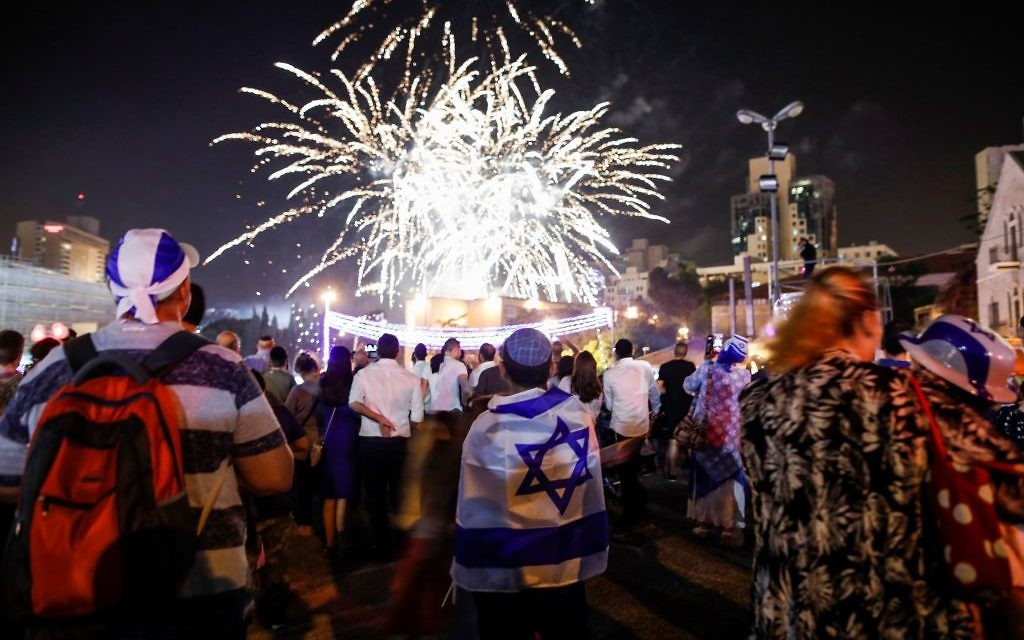 Israelis celebrate Yom Ha'atzmaut. Via Getty Images.