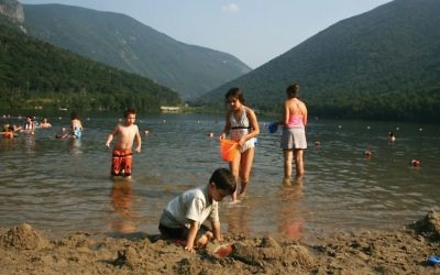 Echo Lake Beach,  in Franconia, N.H. Photos by Wikimedia Commons