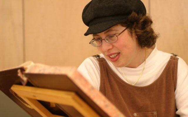 Devorah Zlochower studying Talmud / JOFA Archives