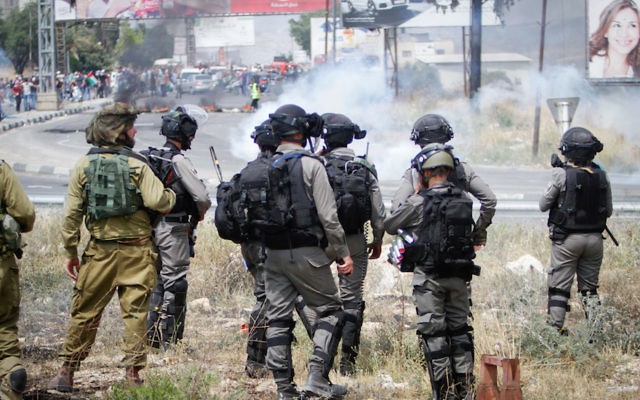 Israeli security forces during demonstrations near the Hawara checkpoint, south of the West Bank city of Nablus, May 15, 2018. (Nasser Ishtayeh/Flash90)