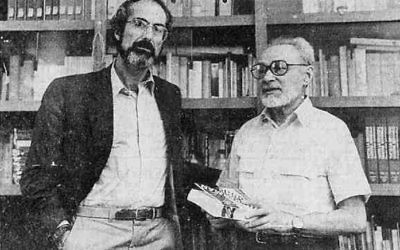 Writers Philip Roth (L) and Primo Levi (R) in 1988. Wikimedia Commons