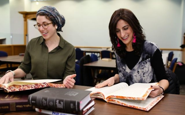 Leah Sarna and Dina Brawer, Yeshivat Maharat Class of 2018 / Photo Credit Shulamit Seidler-Feller