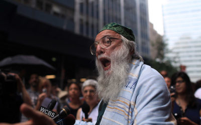 Rabbi Arthur Waskow speaking at a news conference to show support for a proposed mosque at 45 Park Place, Aug. 5, 2010. (Spencer Platt/Getty Images)