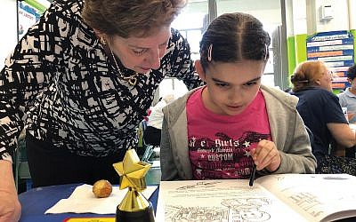 Or Zarua congregant Diana Okrent works with a PS 92 student as part of TutorMate program. Courtesy of Or Zarua