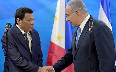 Israeli Prime Minister Benjamin Netanyahu, right, meets in Jerusalem with Philippines President Rodrigo Duterte, Sept. 3, 2018. (JTA)