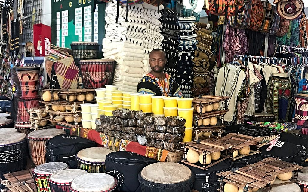 A vendor at the Malcolm Shabazz Harlem Market peddles his wares. Miriam Groner/JW