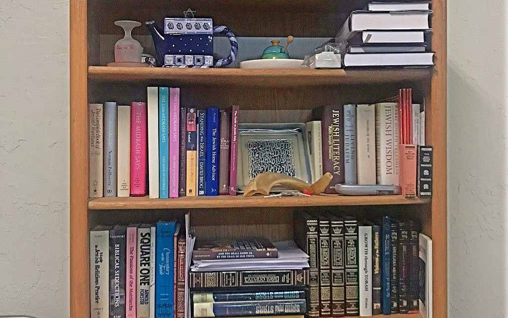 A bookshelf in Kehillat Harlem lined with books donated by community members. It's range of diverse volumes are a glimpse into the community's diverse population. Miriam Groner/JW