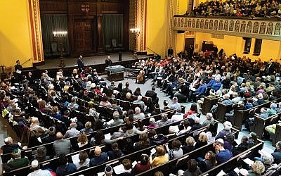Elisha Wiesel speaking Sunday night at Ansche Chesed, where 1,000 people snaked around the blocks adjacent to the Upper West Side synagogue. Michael Brochstein