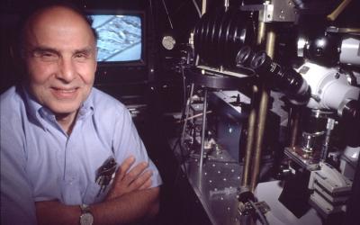 Arthur Ashkin in his Bell Labs laboratory in 1988. JTA