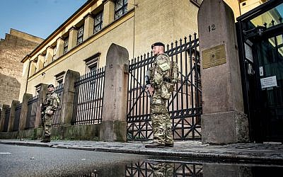 Danish soldiers guard the Jewish Synagogue in Copenhagen, Denmark, Sept. 29, 2017. (Mads Claus Rasmussen/AFP/Getty Images via JTA)