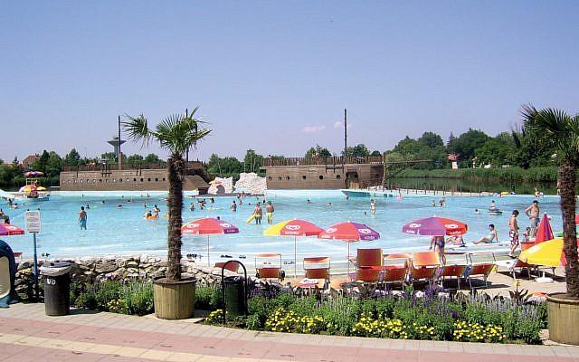 The Hungarospa Aquapark. Wikimedia Commons